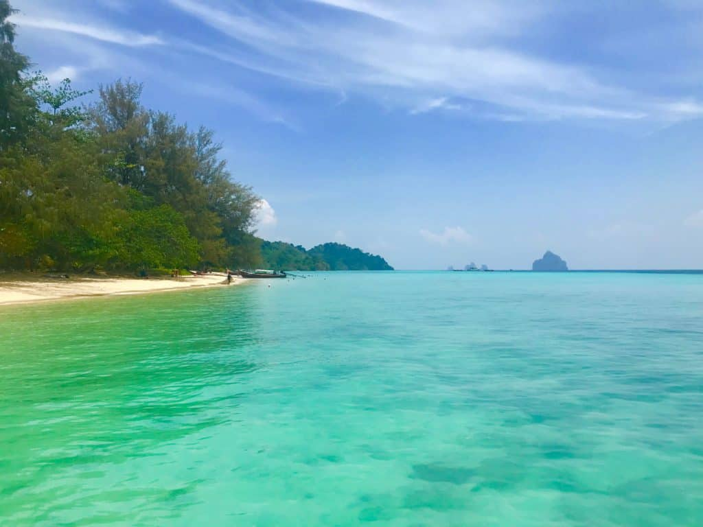 beach and turquoise water at Koh Kradan