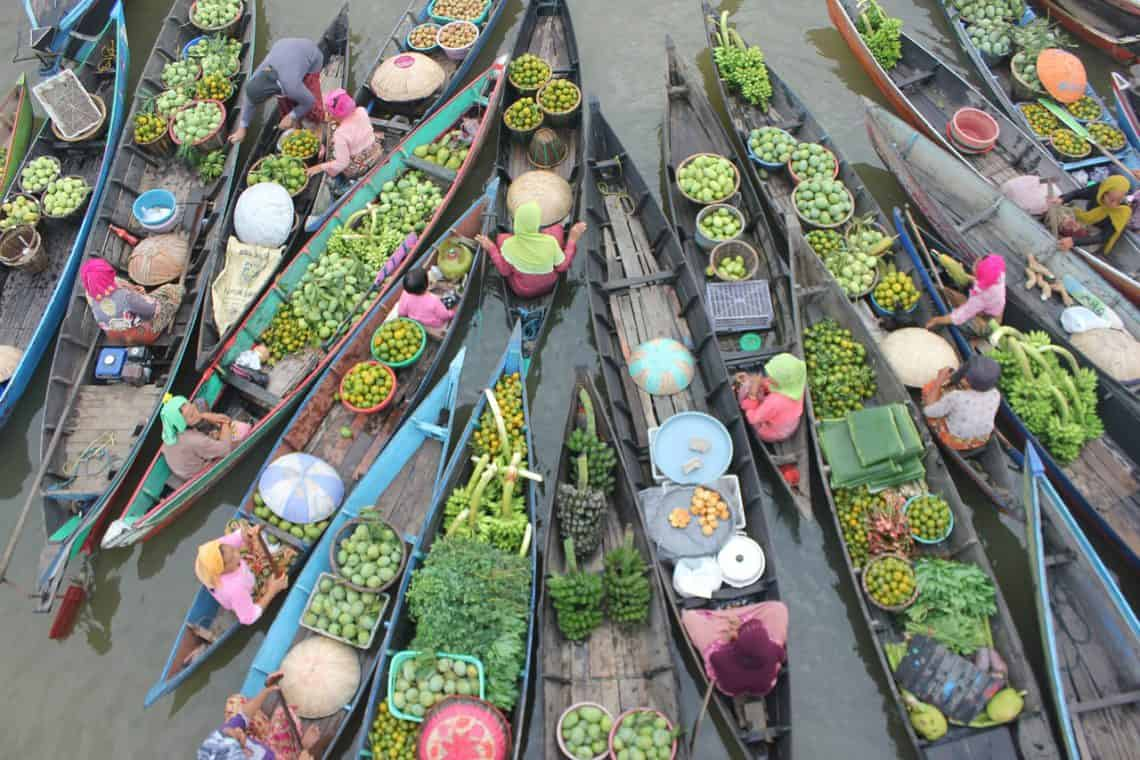 Thailand 10 Day Itinerary: overhead shot of floating market