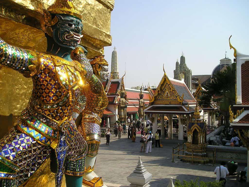 Bangkok 4 day itinerary - grand palace Bangkok image of golden figure on side of building